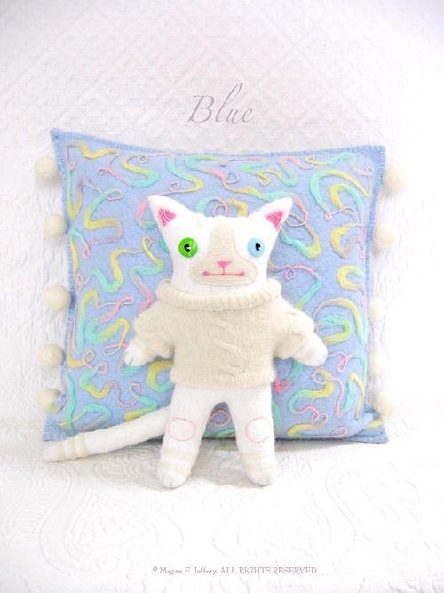 Eblueneedlefeltedpillowcat1